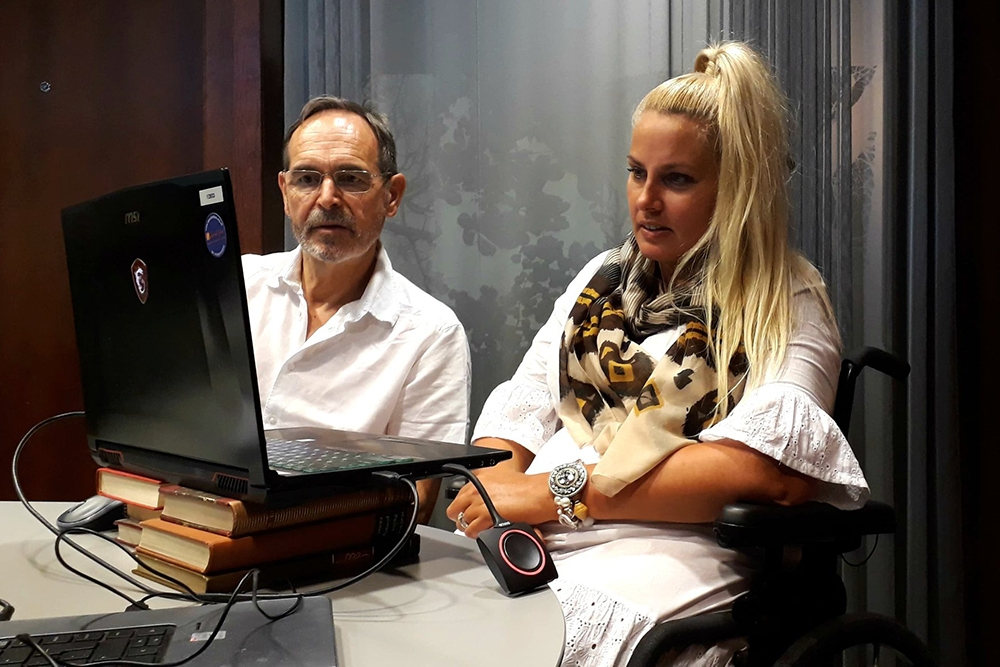 Mick Donegan in front of a computer screen with Kati van Hoeven